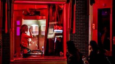 Amsterdamul mută cartierul roșu. Unde va fi noul centru erotic
