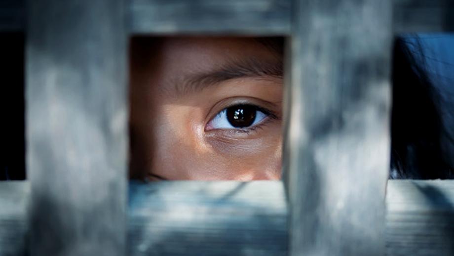 Centrele sociale din România, complice la traficarea a mii de copii orfani. Raportul Comisiei de anchetă