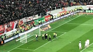 La golul lui Teixeira din minutul 93 fanii lui Dinamo au intrat pe teren