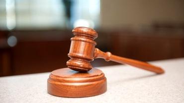 Decizie halucinantă a unui judecător din Hârlău. Un pedofil a scapat cu jumătate de pedeapsă, după ce a explicat în instanţă că a abuzat un copil de șase ani pentru a nu-și înșela soția