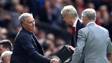 Wenger, omagiat de Ferguson şi Mourinho la ultimul derby în Anglia! Ce cadou i-au făcut. Foto