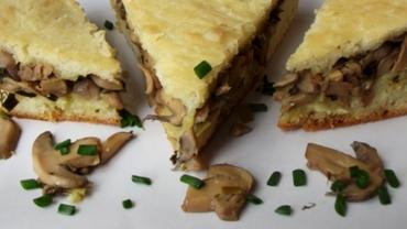 Placintă cu ciuperci și aluat de casă, rețeta perfectă de post. Ingredientul care o face delicioasă