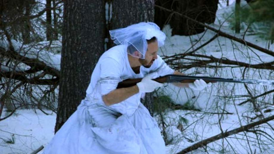 Nevasta l-a părăsit şi a luat totul cu ea, mai puţin rochia de mireasă. Modul amuzant în care el s-a