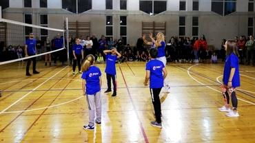 Cristina Pîrv şi-a îndeplinit visul! Fosta internaţională şi-a deschis academie de volei la Cluj, unde s-a întors după 27 de ani petrecuţi în străinătate! Video