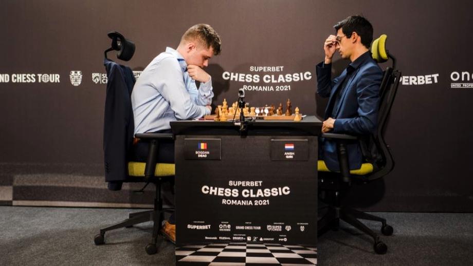 Reportaj de la prima etapă din Superbet Chess Classic București. Cum s-a citit talentul lui Deac pe fața lui Giri