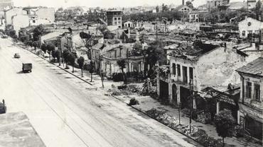 4 aprilie 1944, ziua în care bombele au însângerat Bucureștiul și au rănit Giuleștiul! Peluza dinspre Teatru, distrusă!