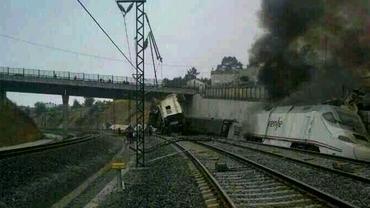 Galerie Foto / Imagini şocante cu trenul deraiat în Spania! A luat foc!