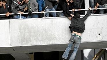 VIDEO / Bătaie ca-n 7 păcate în Franţa! Un fan al lui Saint Etienne, la un pas de TRAGEDIE