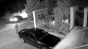 Reglare de conturi între interlopii timișoreni! Mașina unui fost sportiv a fost incendiată
