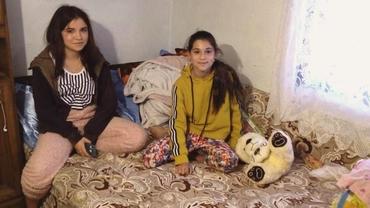 O copilă de 11 ani oferă o lecţie de viaţă din sărăcie şi nevoi. La ea, tableta promisă de guvernanţi n-a ajuns, dar reuşeşte să fie cea mai bună. Reportaj FANATIK