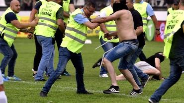 Scene incredibile după Carmen - CSA Steaua 1-0! Fanii au invadat terenul şi s-au bătut cu jandarmii! Foto