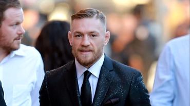 Conor McGregor cheltuie o avere pe îmbrăcăminte. Cât costă un costum din colecția irlandezului