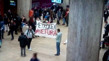 PROTEST la metrou împotriva scumpirii cartelelor