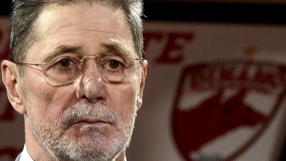Editorial dureros aniversar Cornel Dinu. M-am născut odată cu Dinamo. La mulți ani și-ți mulțumesc! La trecutu-ți mare... vreau și viitor!