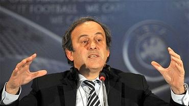 Modificări RADICALE în fotbal: Platini vrea să elimine cartonaşul galben!