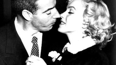 """""""Mr. Baseball"""" DiMaggio i-a trimis săptămânal trandafiri lui Marilyn Monroe timp de 37 de ani după ce diva murise..."""