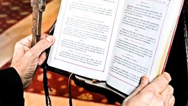 """Rugăciunea """"Tatăl Nostru"""" se va modifica la slujbele catolice începând de duminică. Cum va suna de acum"""