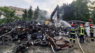 Incendiu de proporții la un depozit de fier vechi, în Zalău. Populația a fost avertizată prin sistemul Ro-Alert