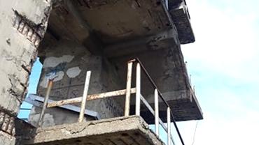 Pasarela Carpați, locul care așteaptă o tragedie! Sute de oameni traversează zilnic un pod bucureștean fără balustrade. Exclusiv
