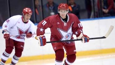 VIDEO / Vladimir Putin se pricepe la sport! A marcat 8 goluri într-un meci de hochei şi a participat la o bătaie