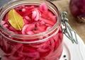 Rețetă de ceapă murată pentru salată, perfectă în sezonul rece. Cea mai simplă și rapidă metodă