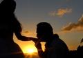 Nuntă surpriză în folclorul românesc! Diferența de vârstă de 10 ani i-a unit mai mult decât credeau
