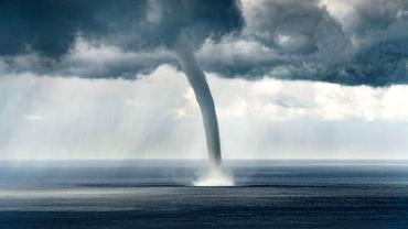 Fenomen extrem în Marea Neagră. O tornadă de proporții a fost filmată în Rusia. Video