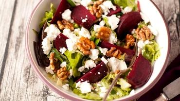 Rețetă de salată de sfeclă roșie și nuci. Perfectă în sezonul rece! Nu lipsește din cămara gospodinelor