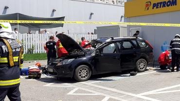 O butelie a explodat într-o mașină aflată în benzinărie. Un bărbat a murit. Update