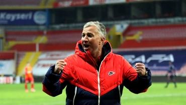 """Dan Petrescu l-a copiat pe Șumudică după victoria cu Bașakșehir: """"Să ia mingea acasă, eu am trei puncte"""". Video"""