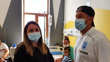 Laurenţiu Reghecampf a vizitat secţia de Pediatrie a Spitalului Judeţean din Arad. Cu ce donaţii contribuie