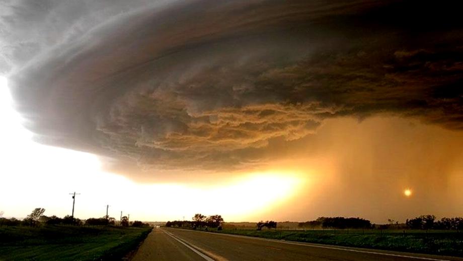 România va fi lovită de tornade. Unde vor apărea fenomenele meteo extreme