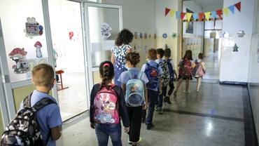 A început noul an școlar 2020-2021. Cum arată prima zi de școală cu mască în plină pandemie. Proteste în Capitală și în țară. Update