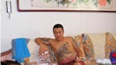 GALERIE FOTO. Cum arată viaţa mafioţilor periculoşi din Beijing. Imagini din telefonul unui gangster chinez!
