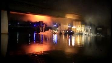 VIDEO / IMAGINI SPECTACULOASE. Un pod important din Varşovia, în flăcari
