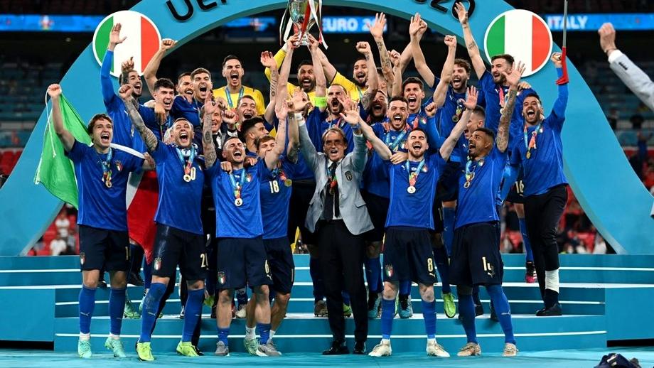 Italia câștigă titlul european după 53 de ani! Giorgio Chiellini a ridicat trofeul
