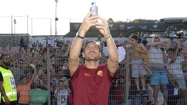 Video. Imagini de colecţie! Totti a îmbrăcat din nou tricoul Romei