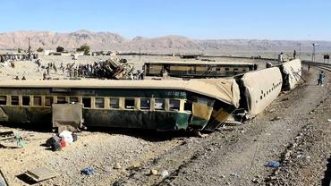 Tren deraiat în Pakistan: cel puţin nouă oameni au murit şi peste 100 sunt răniţi