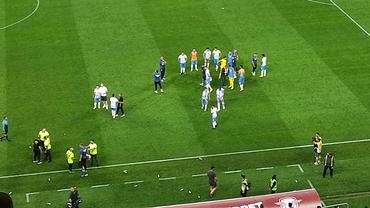 Momente uluitoare după Rapid - Universitatea Craiova! Jucătorii olteni nu au putut să meargă la vestiar. Video