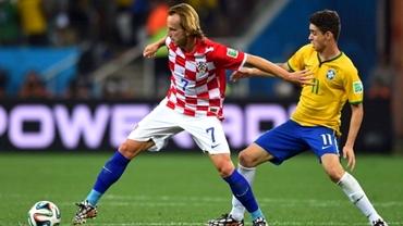 Rakitic şi Mbia, noua MODĂ în fotbal: schimb de şorţuri!