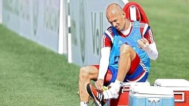 INCREDIBIL! Arjen Robben a fost muşcat de un CROCODIL!