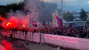 Sărbătoare în Ghencea după ce CSA Steaua a promovat în Liga 2. Fanii au intrat pe stadion. Video