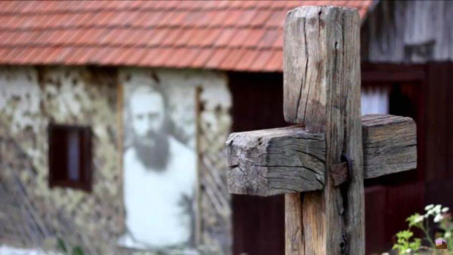 Foto. Cum arată casa în care s-a născut Arsenie Boca! Duhovnicul a copilărit la Vața de Sus, în Apuseni