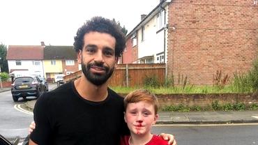 De la agonie la extaz! Un copil şi-a spart nasul încercând să se fotografieze cu Salah! Ce a făcut starul lui Liverpool