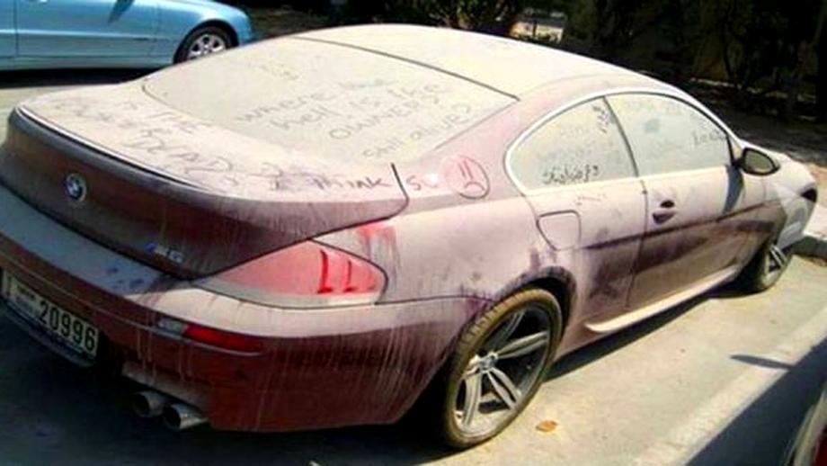 Vecinii s-au săturat să tot vadă acest BMW abandonat în parcarea blocului lor şi au decis să-l deschidă! Ce au văzut e de-a dreptul uluitor