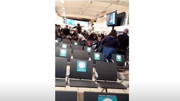 Bătaie ca-n filme între români pe un aeroport din Londra. Poliția a arestat 17 persoane. Video