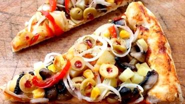 Pizza de post, cea mai bună rețetă de făcut acasă. Un ingredient îi dă un gust delicios