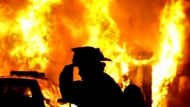 STARE DE URGENŢĂ în California. Incendiile de vegetaţie fac ravagii