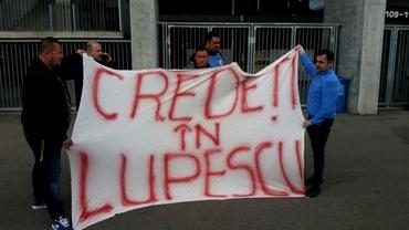 Fanii lui Lupescu au dat năvală în curtea FRF!