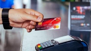 Modificări la plata cu cardul în magazine, din 14 septembrie. Se implementează noi măsuri de siguranță